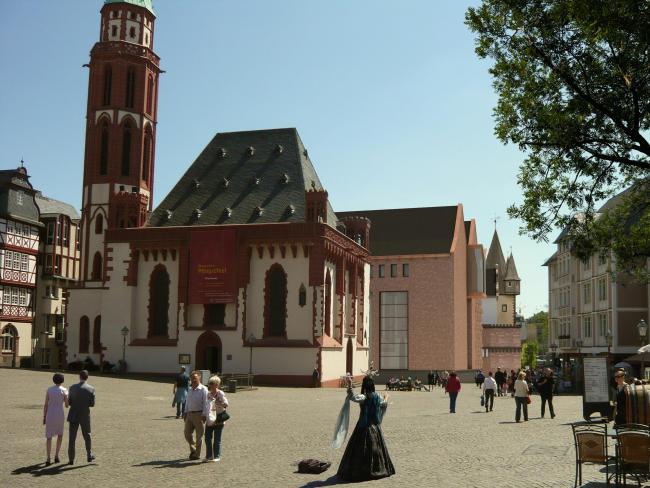 14_Visualisierung Ausstellungshaus vom Römer kommend (c) Stadt Frankfurt-650