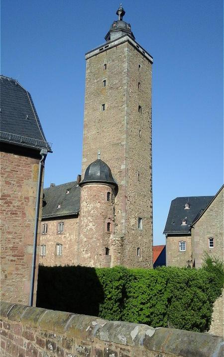1Turm des Steinauer Schlosses. Foto Winfred Kaminski