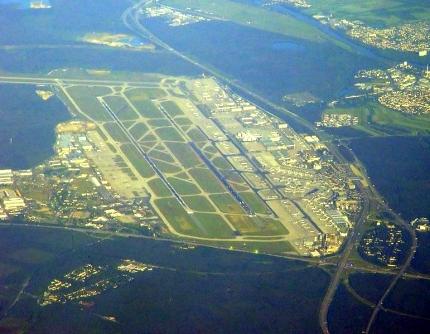 AirportFrankfurt_fromair-Gerd A.T. Müller-430