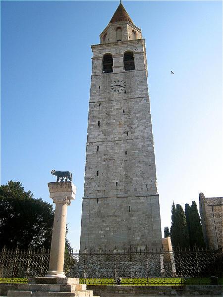 Aquileia Turm Saeule Romulus und Remus-450