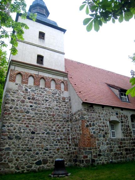 Benzer_Kirche_Benz_Usedom_2010_05_27_Foto_Elke_Backert