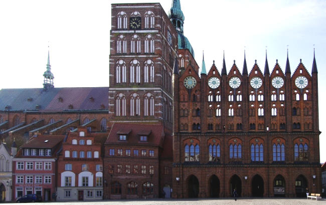 Bild 15 Stralsund - Rathaus und Nikolaikirche
