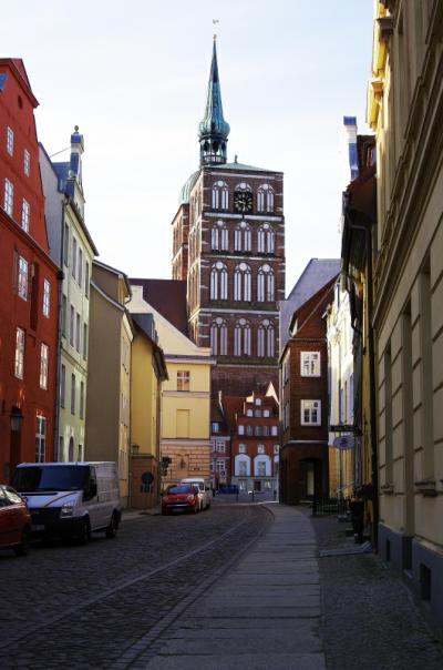 Bild 17 Stralsund - Strasse zu einem Stadttor