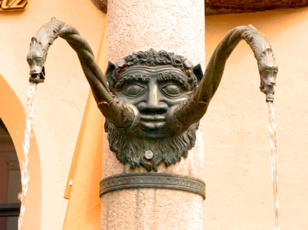 Brunnenfratze_Hall_in_Tirol_2014_04_06_Foto_Backert-600