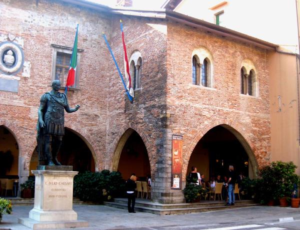 Cividale Rathaus-600