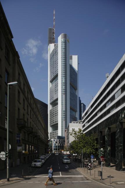 DAM_Himmelstuermend_CommerzbankTower_UweDettmar-430