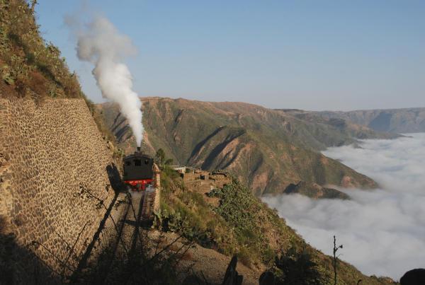 Eisenbahn über den Wolken-600