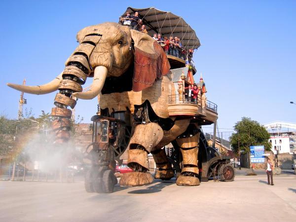 Elefant spritzt-600