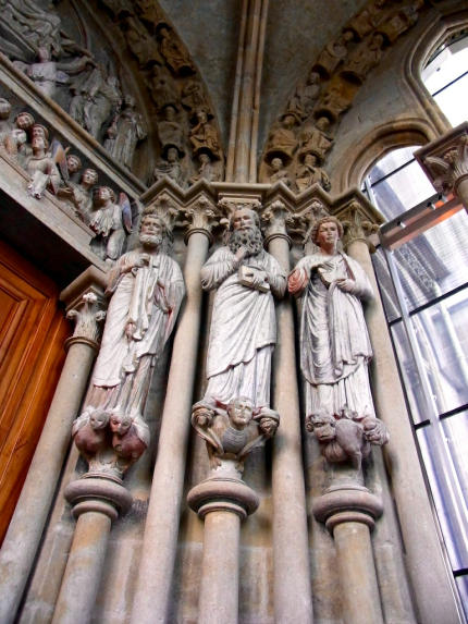 Figuren_Kathedrale_Lausanne_2013_07_10_Foto_Elke_Backert-430