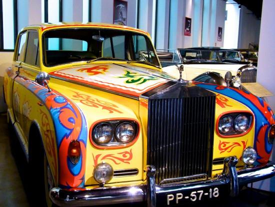 Flower_Power_Rolls_Royce_John_Lennon_Automobilmuseum_2013_08_21_Malaga_2013_08_20_Foto_Elke_Backert-550