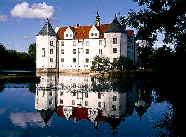 Gluecksburg Wasserschloss (2)-600
