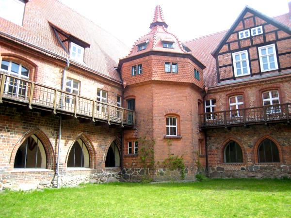 Heiligengrabe Kreuzganginnenhof