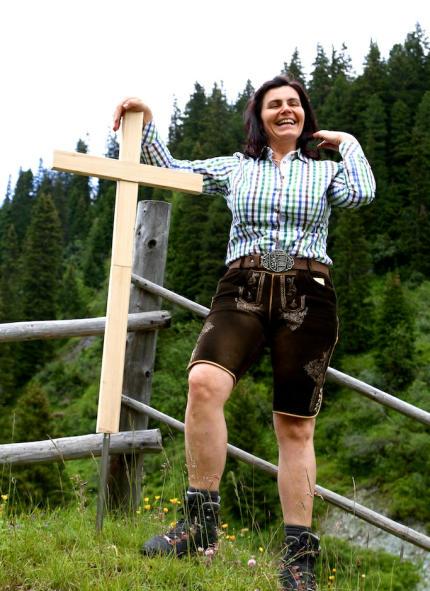 Helga_Schlickwirt_Gipfelkreuz_Lungau_2014_07_12_Foto_Elke_Backert