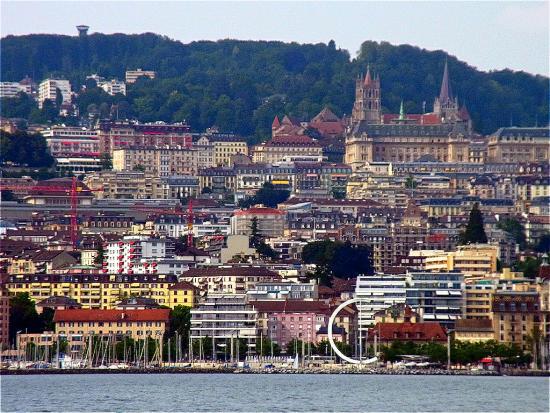 Kathedrale_vom_See_aus_Lausanne_2013_07_09_Foto_Elke_Backert-550