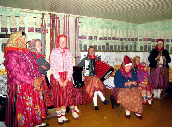 Kihnu Dorfgemeinschaft singt