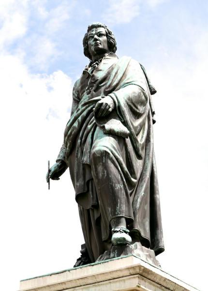 Mozart_Statue_Salzburg_2014_07_14_Foto_Elke_Backert-430