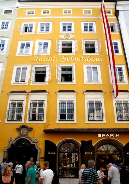 Mozarts_Geburtshaus_Salzburg_2014_07_14_Foto_Elke_Backert (1)-430