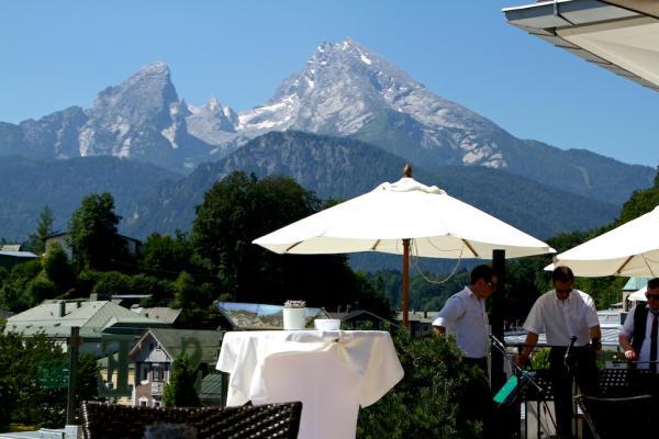 Panoramarestaurantblick_Watzmann_Dachterrasse_Hotel_Edelweiss_Berchtesgaden_2014_07_18_Foto_Elke_Backert