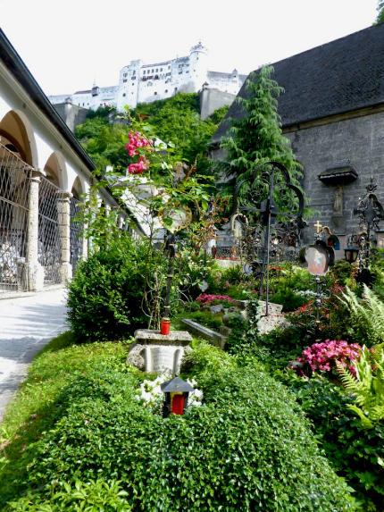 Petersfriedhof_Blick_auf_Festung_Hohensalzburg_Salzburg_2014_07_13_Foto_Elke_Backert_430