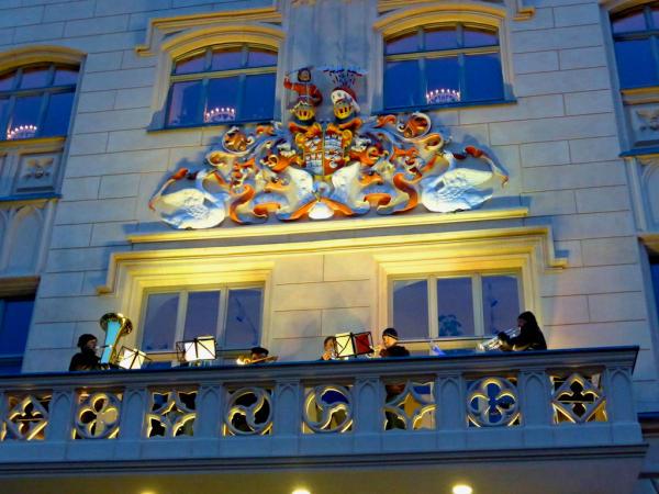 Rathaus_Balkon_Wappen_Zwickau_2013_11_29_Foto_Elke_Backert-600