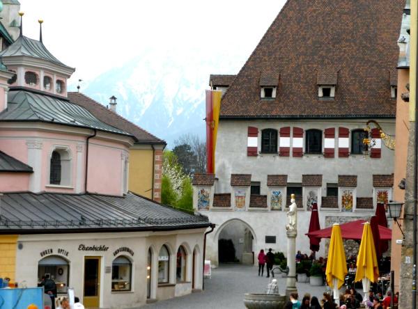 Rathaus_Pfarrkirche_Hall_in_Tirol_2014_04_06_Foto_Backert-600