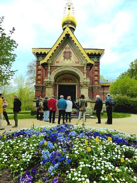 Russische_Kirche_Eingang_Kurpark_Bad_Homburg_2015_04_25_Foto_Elke_Backert-450