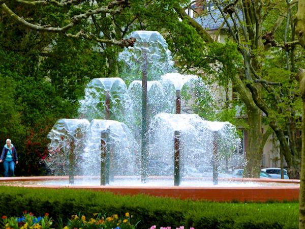 Springbrunnen_Kurpark_Bad_Homburg_2015_04_25_Foto_Elke_Backert-600