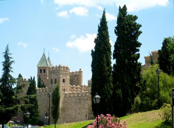 Stadtmauer_Toledo-600