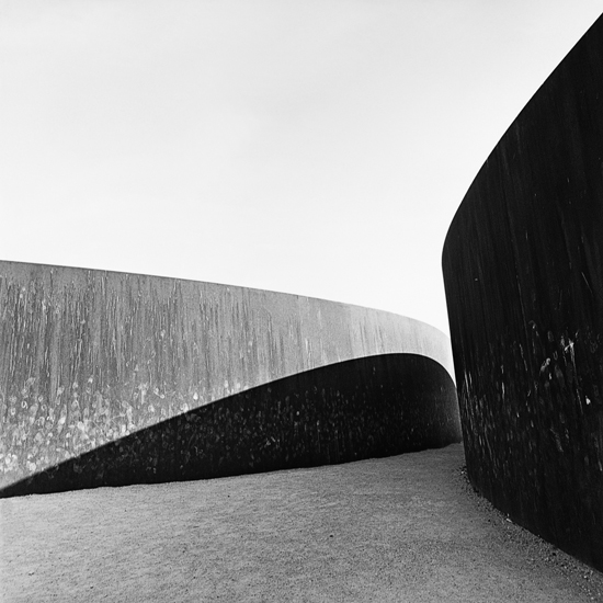 TITELBILD, Richard Serra-Plastik, Paris 2009
