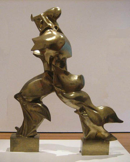 'Unique_Forms_of_Continuity_in_Space',_1913_bronze_by_Umberto_Boccioni-430