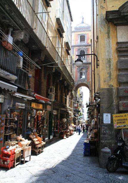 Via_San_Gregorio_Armeno_Neapel-430