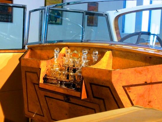Weinbar_Packard_1939_Automobilmuseum_2013_08_21_Malaga_2013_08_20_Foto_Elke_Backert550
