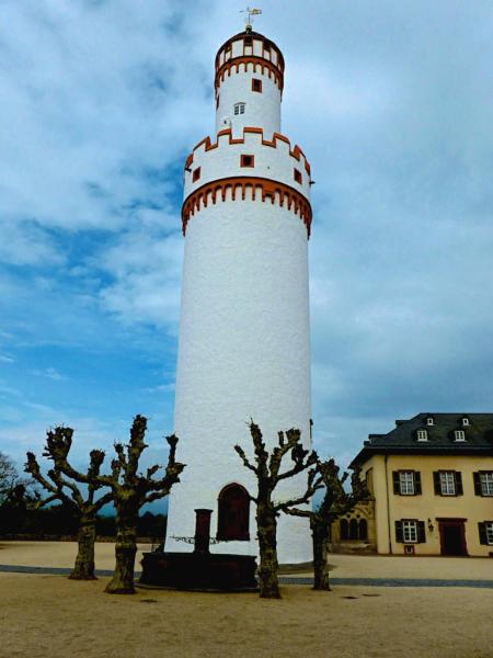 Weisser_Turm_Schloss_Bad_Homburg_2015_04_25_Foto_Elke_Backert-450
